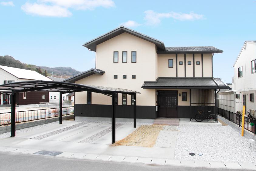 和モダンな旅館をイメージした家(外観)