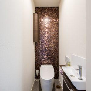 開放的で快適なシンプルモダンな平屋(トイレ)