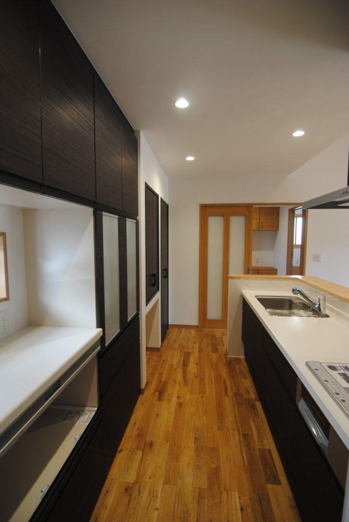 薪ストーブのある家キッチン2