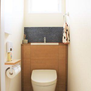 自然と家族がつながる家(トイレ)