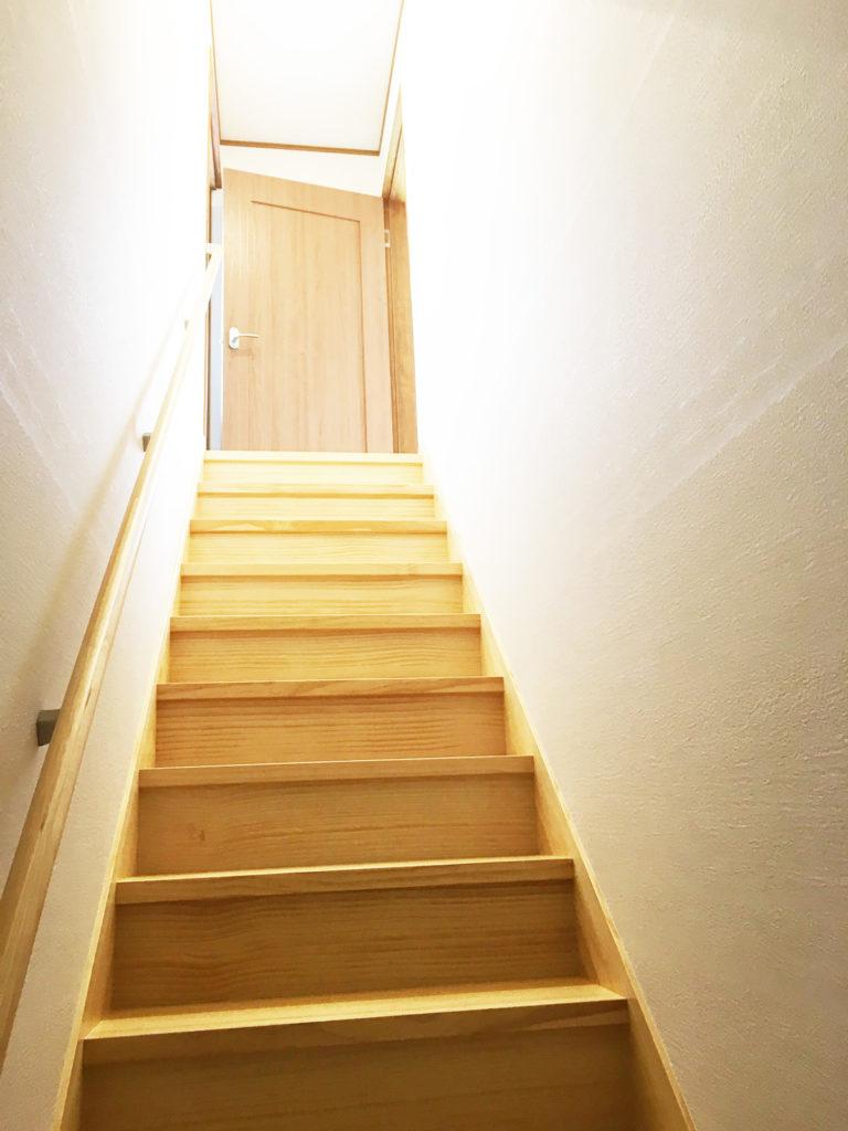 間取りを変えた大規模リフォーム(階段after)